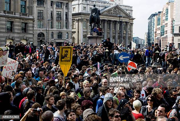 CONTENT] A crowd of protestors gather in the Square Mile for the G20 protest