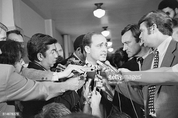 A crowd of reporters surround Los Angeles prosecutor Vincent Bugliosi as he leaves the courtroom in the trial of Charles Manson
