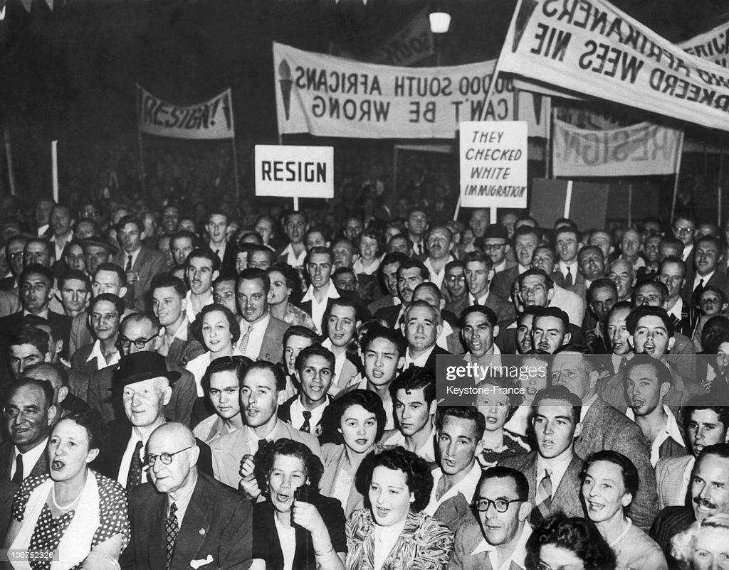 Crowd Of White South-Africans Gathering In Johannesburg To Request The Abdication Of The Government Led By Daniel Malan, Leader Of The Nationalist South-African Party, On March 31, 1952. Malan Had Proposed A Segregative Law On The Vote Of Blacks Which Had Been Rejected By The South-African Supreme Court, Thus Opening The Way To A Serious Constitutional Crisis.