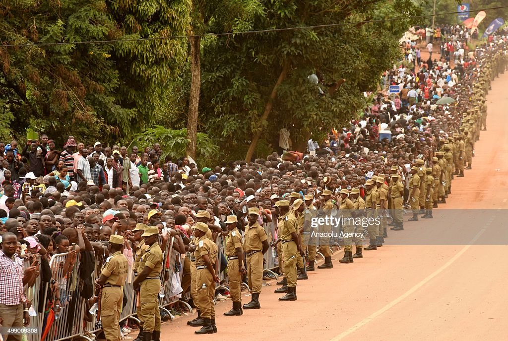 Crowd on a street near the Catholic shrine of Namugongo wait to see the Pope Francis in Kampala, Uganda, 28 November 2015. Pope Francis arrived in Uganda on the second leg of a landmark trip to Africa from 25 to 30 November