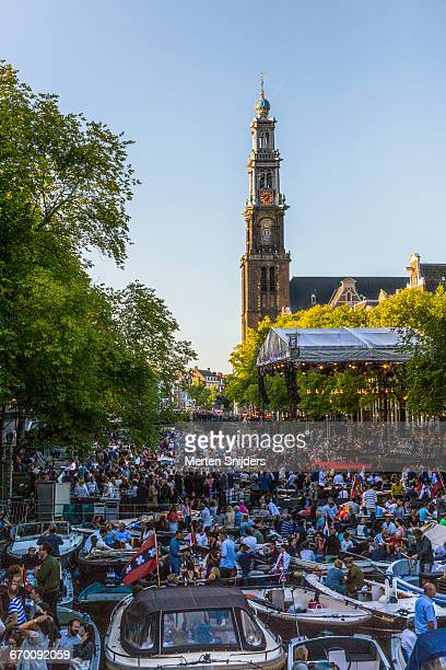 Crowd on boats during Prinsengracht Concert