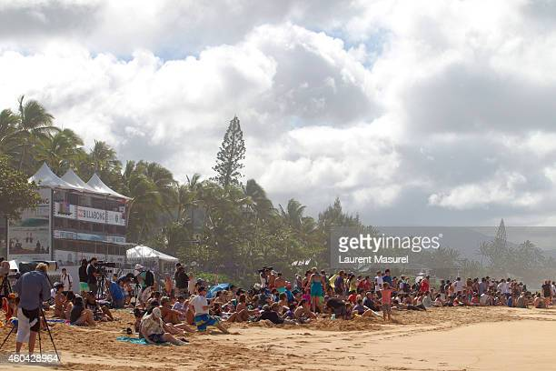 Crowd on the Banzai Pipeline contest site on December 13 2014 in North Shore Hawaii