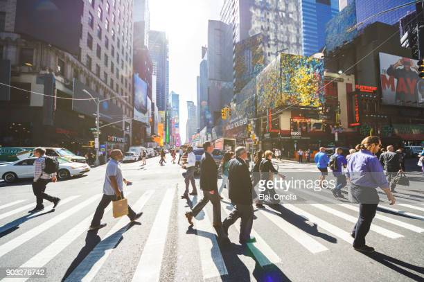 crowd pedestrians new york manhattan crosswalk business torists