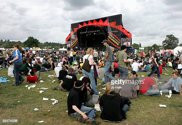Crowd scene at the third and final day of The Carling Weekend Reading Festival at Richfield Avenue on August 28, 2005 in Reading, England. The annual...