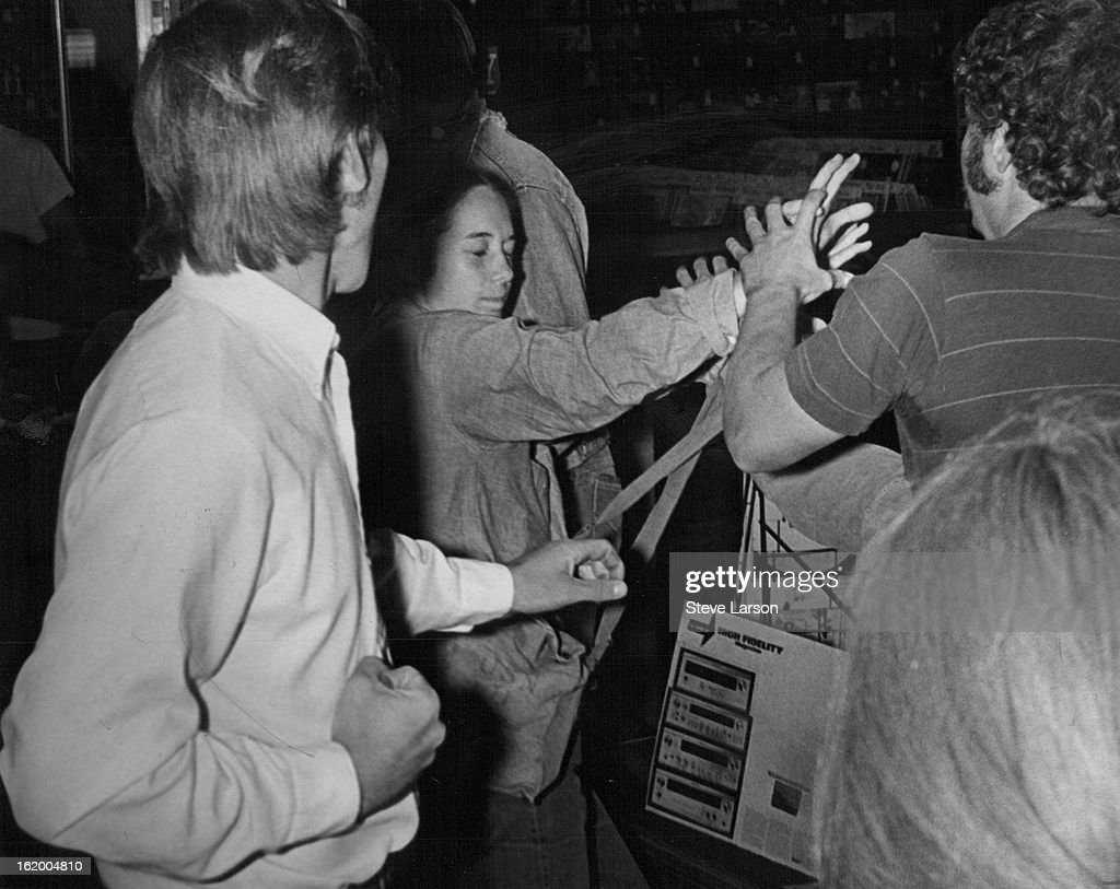 SEP 4 1969, SEP 5 1969; UNIDENTIFIED GROUP FIGHTS DURING STUDENT DISTURBANCE ON BOULDER STREET; Crow : News Photo