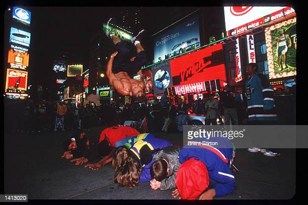 Crowd watches a street performer in Times Square November 15, 1999 in New York City. The Times Square area is undergoing a thorough revitalization...