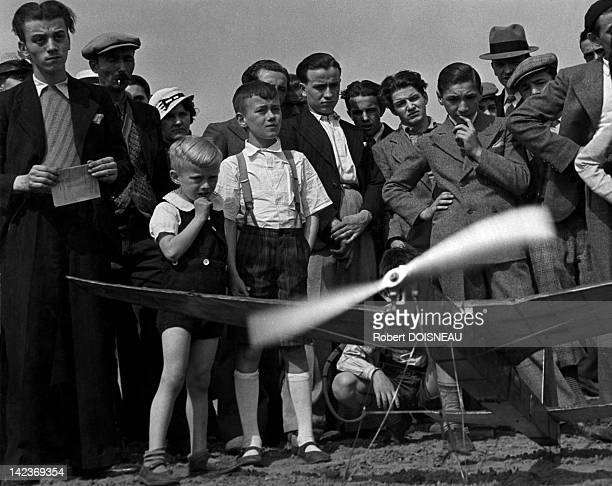 Crowd watching a remotecontrolled plane in Vincennes France in 1936