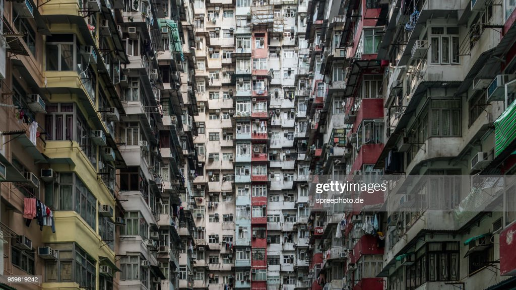 Crowded apartment buildings in Hong Kong : Stock-Foto