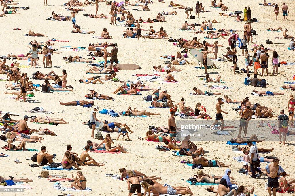 Matteo Colombo Travel Photography   Bondi beach crowded on