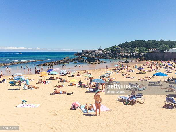 crowded beach on a hot summer day - spain stock pictures, royalty-free photos & images