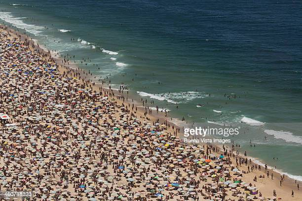 crowded beach - crowded beach stock pictures, royalty-free photos & images
