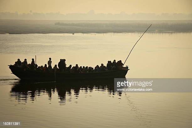 Crowded boat on Ganges