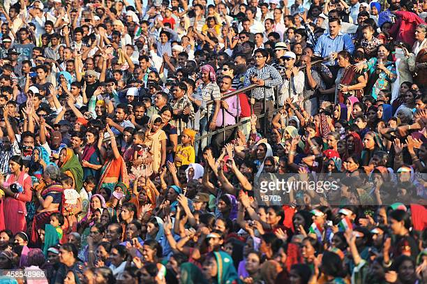 crowded indian people - watching stock pictures, royalty-free photos & images