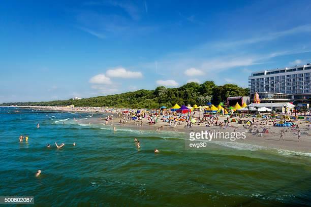 Lotado Kolobrzeg Praia no Verão, Polónia