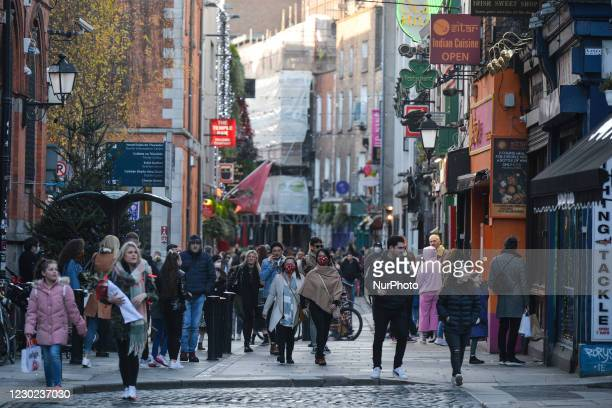 Crowded main street in Dublin's Temple Bar. On Sunday, December 20 in Dublin, Ireland.