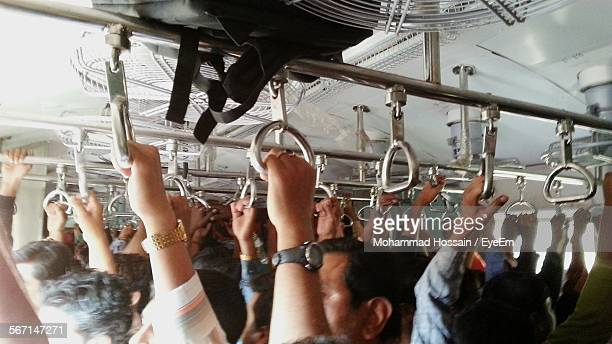 crowded passenger train - affollato foto e immagini stock