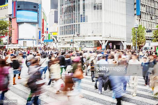 混雑した東京の渋谷歩行者横断