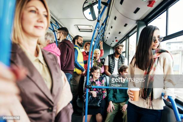 Overvolle openbare bus rush Hour