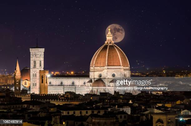 crowded sky on florence - duomo santa maria del fiore stock pictures, royalty-free photos & images