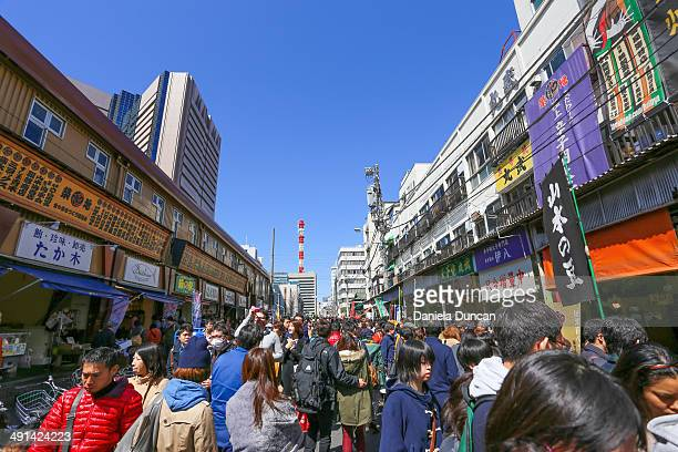 CONTENT] Crowded street outside the Fish Market in Tokyo Economy Japanese culture Editorial Use Only