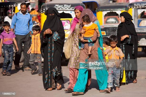 Crowded street scene Muslim people at Sardar Market at Girdikot Jodhpur Rajasthan Northern India