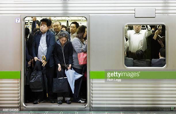 混雑の地下鉄 - 混雑した ストックフォトと画像