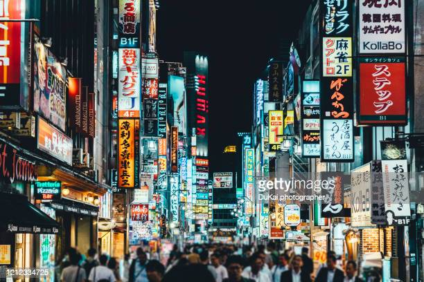 crowds and neon in kabukicho - 歓楽街 ストックフォトと画像