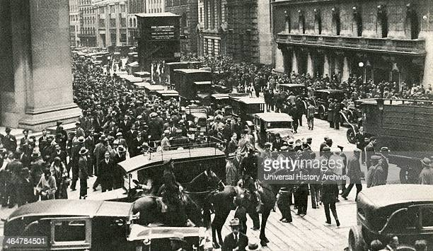 Crowds and police outside the New York Stock Exchange after the Wall Street Crash, 24 October 1929 - Black Thursday