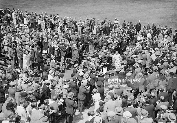 Crowds at Headingley applauding Don Bradman returning to the pavilion after making a world record test score Sir Donald Bradman was the first...