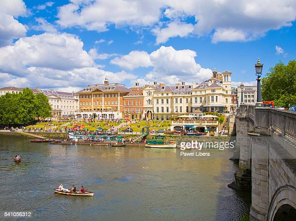 crowds at richmond riverside at richmond upon thames - richmond upon thames stock pictures, royalty-free photos & images