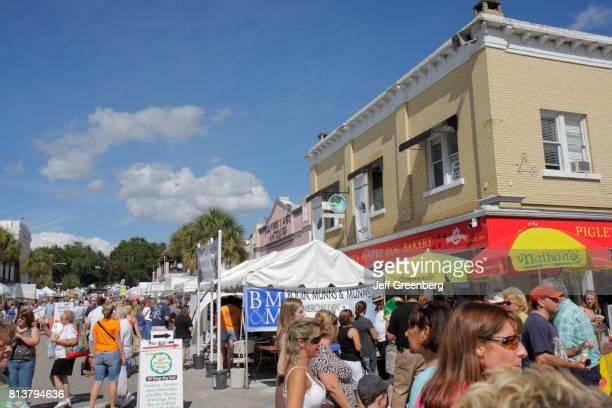 Mount Dora Craft Fair 2020.Crowds At The Annual Craft Fair In Mount Dora News Photo