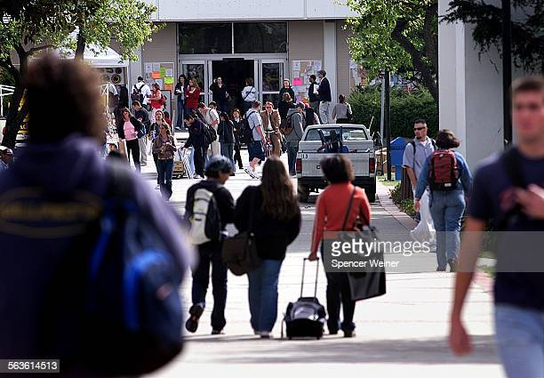 Crowds between classes at Moorpark College Monday Feb 10 2003 Enrollment at community college's in Ventura County is continuing to rise despite state...