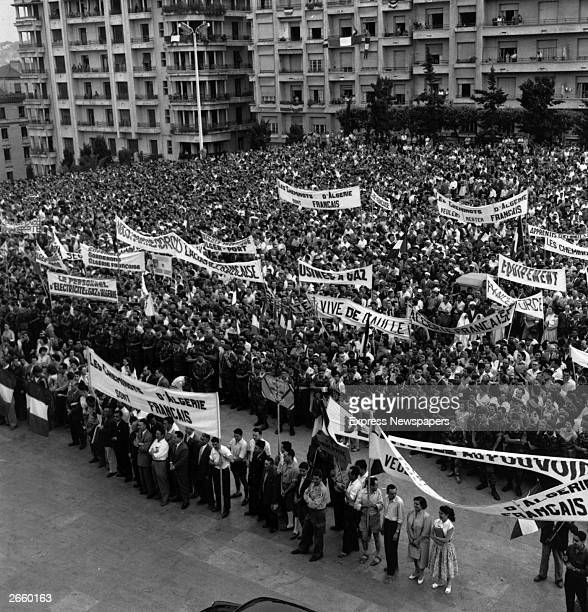 Crowds brandishing de Gaulle banners during a demonstration outside Government House in Algiers