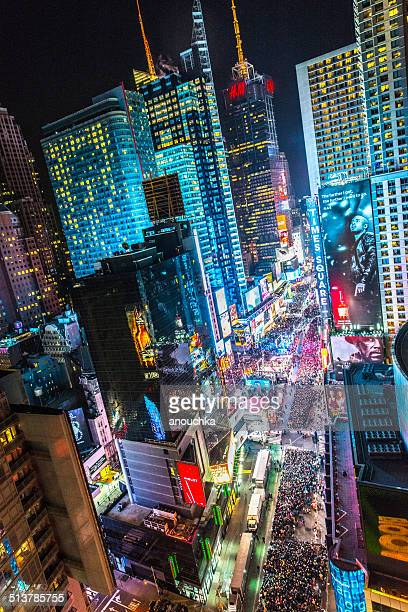 crowds celebrating new year on times square, nyc - times square manhattan stock pictures, royalty-free photos & images