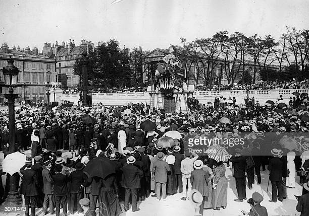 Crowds celebrating the Armistice in front of the Strasbourg Statue in Paris
