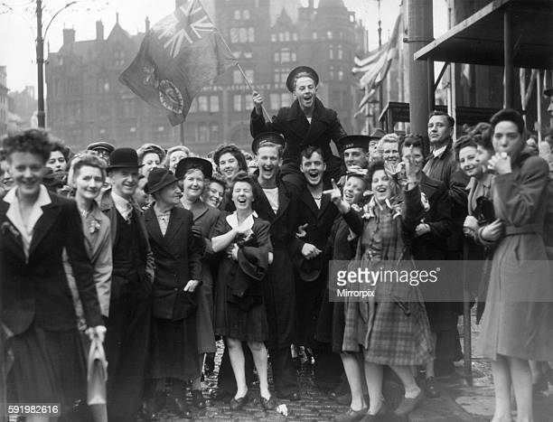 Crowds celebration Victory in Japan Day in Albert Square, Manchester at the end of the Second World War. 15th August 1945.