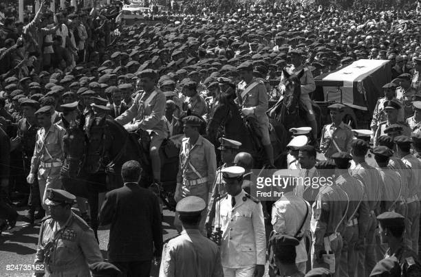 Crowds crush around President Gamal Abd al-Nasserr's following his coffin on the funeral route 1.Oktober 1970.