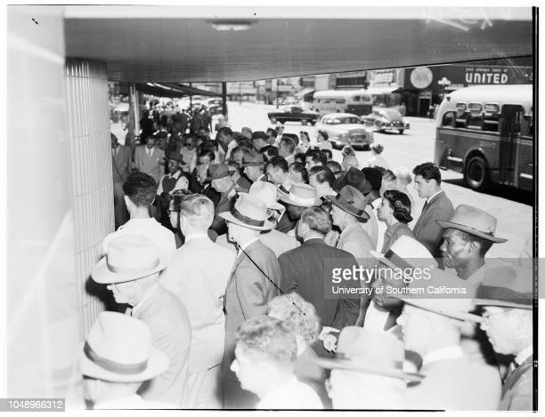 Crowds for Television Views of DodgersGiants playoff first game 01 October 1951 Crowds at Eastern Columbia Store at Ninth Street and Hill...