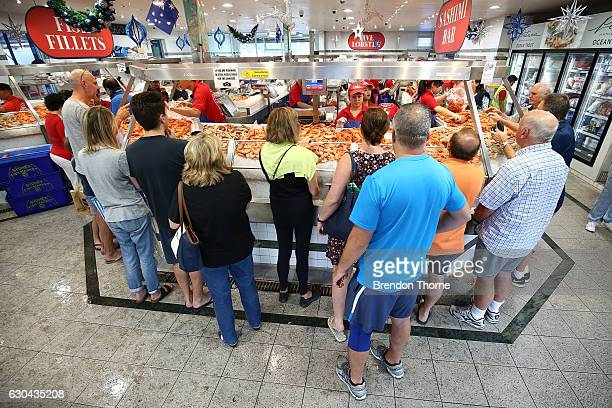 Crowds gather for last minute shopping before Christmas at the Sydney Fish Market on December 23 2016 in Sydney Australia The Sydney Fish Markets...