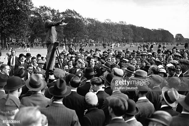 Crowds gather to listen to the famous Charlie at Speaker's Corner in Hyde Park London 1933 | Location Speakers Corner Hyde Park London England UK