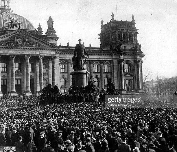 Crowds gathered to hear the Proclamation of the Republic during the Spartacist uprising which broke out in Berlin following Germany's defeat in World...