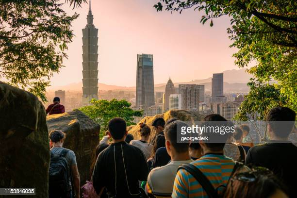 crowds gathering to watch the taipei sunset - taipei stock pictures, royalty-free photos & images