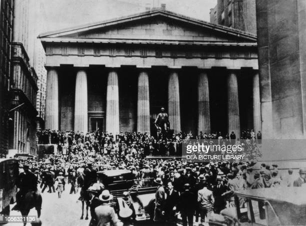 Crowds in front of the Stock Exchange in the days of the Wall Street crash, October 1929, New York, United States of America, 20th century.