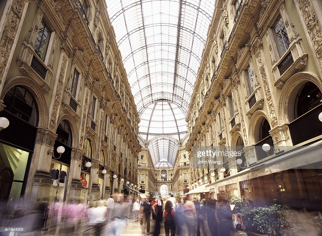 Crowds in Galleria Vittorio Emmanuelle, Milan, Italy : Stock Photo