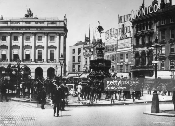 Crowds in Piccadilly Circus viewing the newly erected statue of Eros
