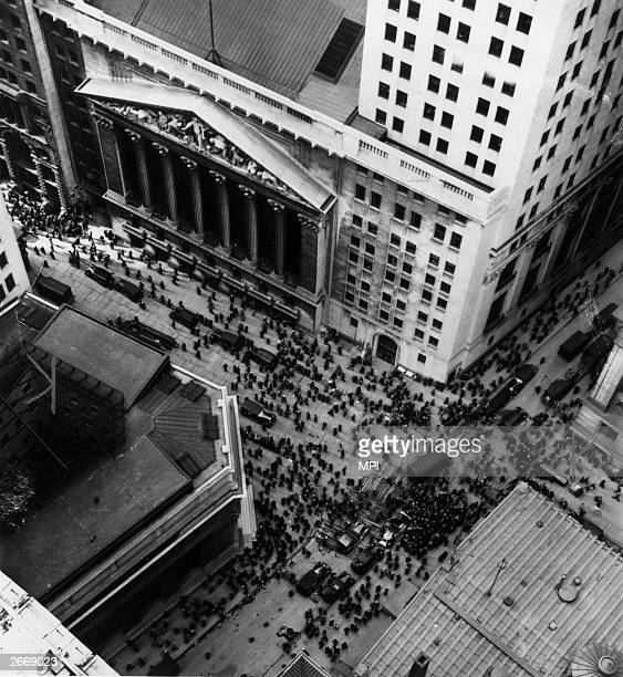 Crowds in Wall Street in New York following news of the stockmarket crash
