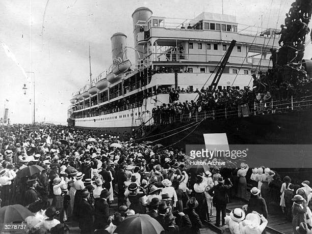 Crowds line the dockside in Melbourne, as a troop ship prepares to depart.