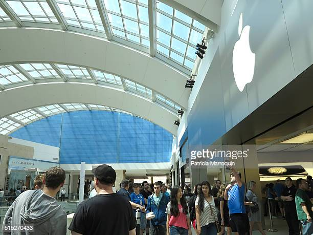 Crowds line up to purchase the new Apple iPhone 6 and iPhone 6 Plus at Westfield Topanga mall in Canoga Park California on September 19 2014 There...