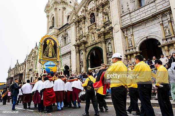 crowds observing religious procession in front of cathedral - ogphoto stock pictures, royalty-free photos & images