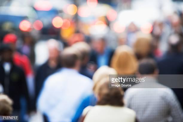 crowds of people in new york - pessoa irreconhecível imagens e fotografias de stock